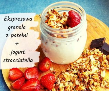 Ekspresowa granola z patelni + jogurt stracciatella